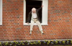 Stoletnik, ki je zlezel skozi okno in izginil | Kino nad mestom (vstop prost)