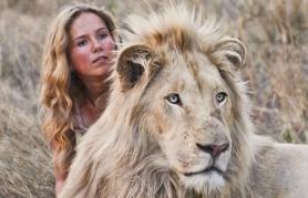 Mia in beli lev